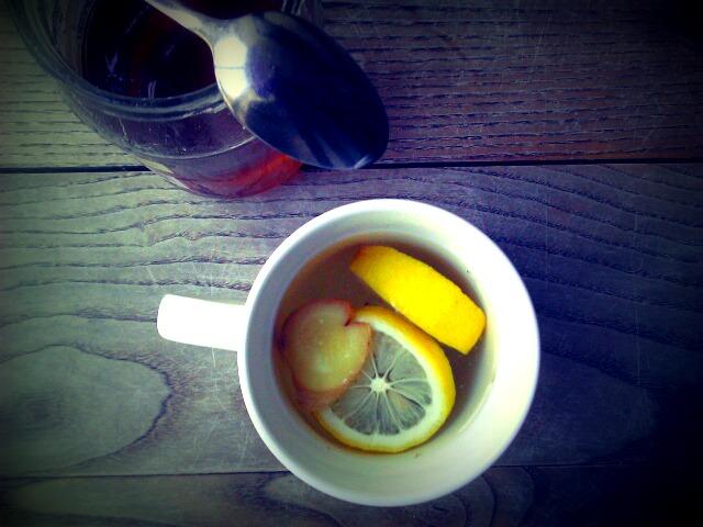 Herbata imbirowa z cytryną i miodem
