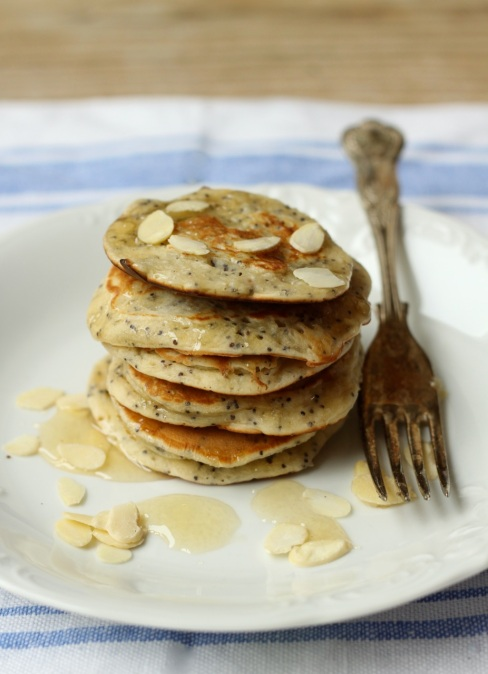 Almond pancakes with poppy seed