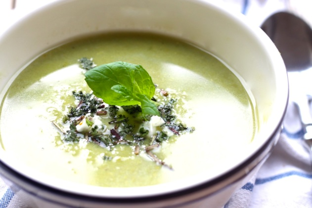 Green pea and mint soup with mascarpone