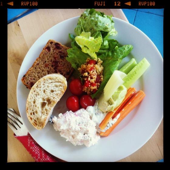 Twarożki i warzywa - Brunch w Latawcu