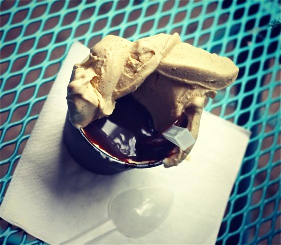 Lody waniliowe z polewą czekoladową