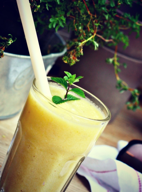 Pineapple & banana smoothie