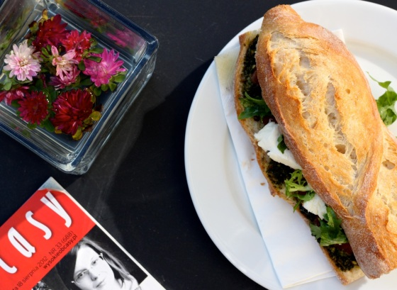 Kanapka z pesto i mozzarelą od Petit  Appetit