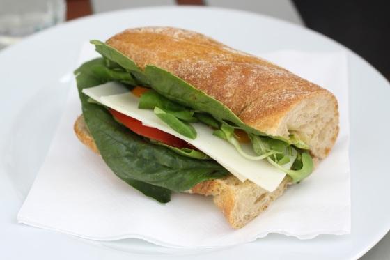 Secret Life Cafe - kanapka Fro z kozim serem