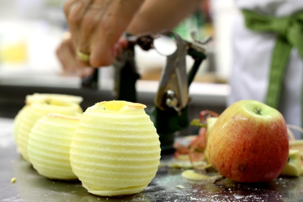 Jabłka z rodzynkami, rumem i cynamonem;