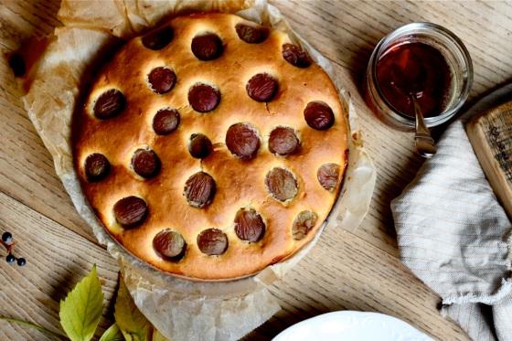 Ciasto z winogronami i syropem Sangiovese