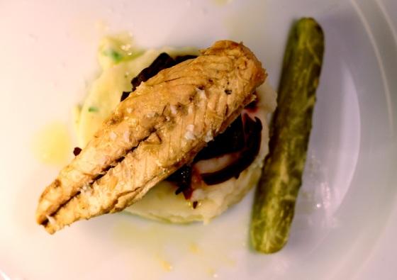 Filet z makreli na puree z pieczonymi burakami