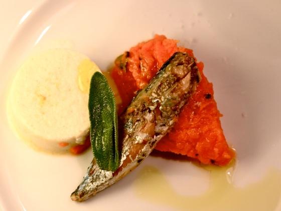 Mini-makrelki na puree z dyni z chrzanową panna cottą