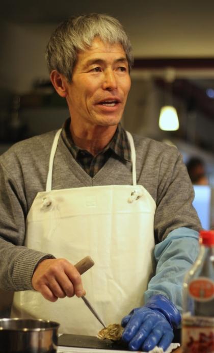 Do otwierania ostryg w Japonii używa się noża przypominającego szpikulec do lodu.