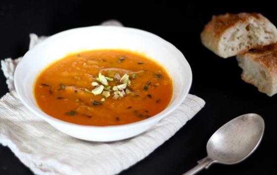 Zupa krem z marchewki z pistacjami