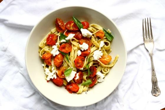 Makaron z pieczonymi pomidorkami i ricottąMakaron z pieczonymi pomidorkami i ricottą
