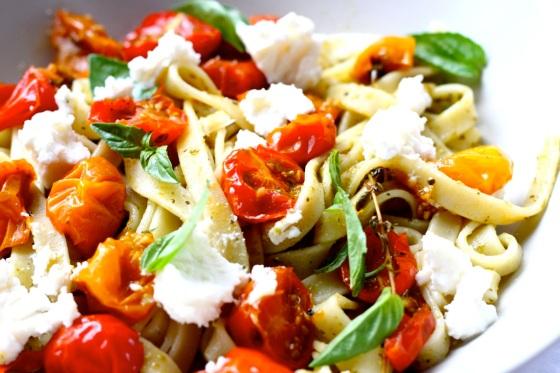 Makaron z pieczonymi pomidorkami i ricottą