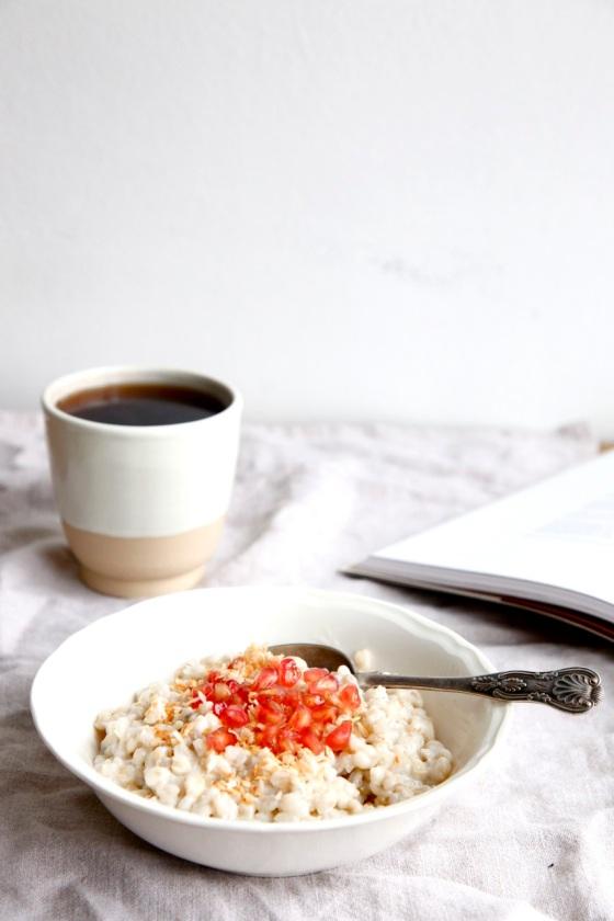 Kremowy, kokosowy pęczak z granatem i miodem