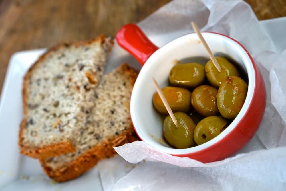 AleWino.pl - domowy chleb z czarnuszką na przystawkę
