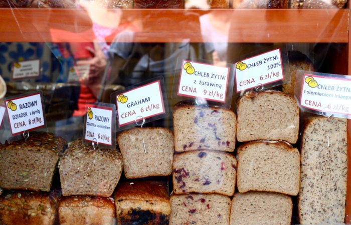"""Tu kupcie chleb razowy 'Dziadka"""" i razowca z żurawiną"""