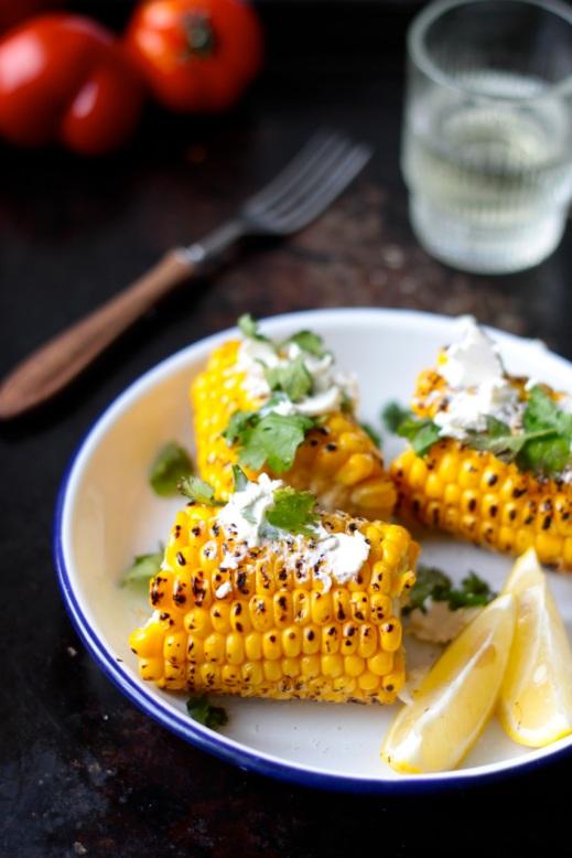 Grillowana kukurydza z kozim serem i kolendrą