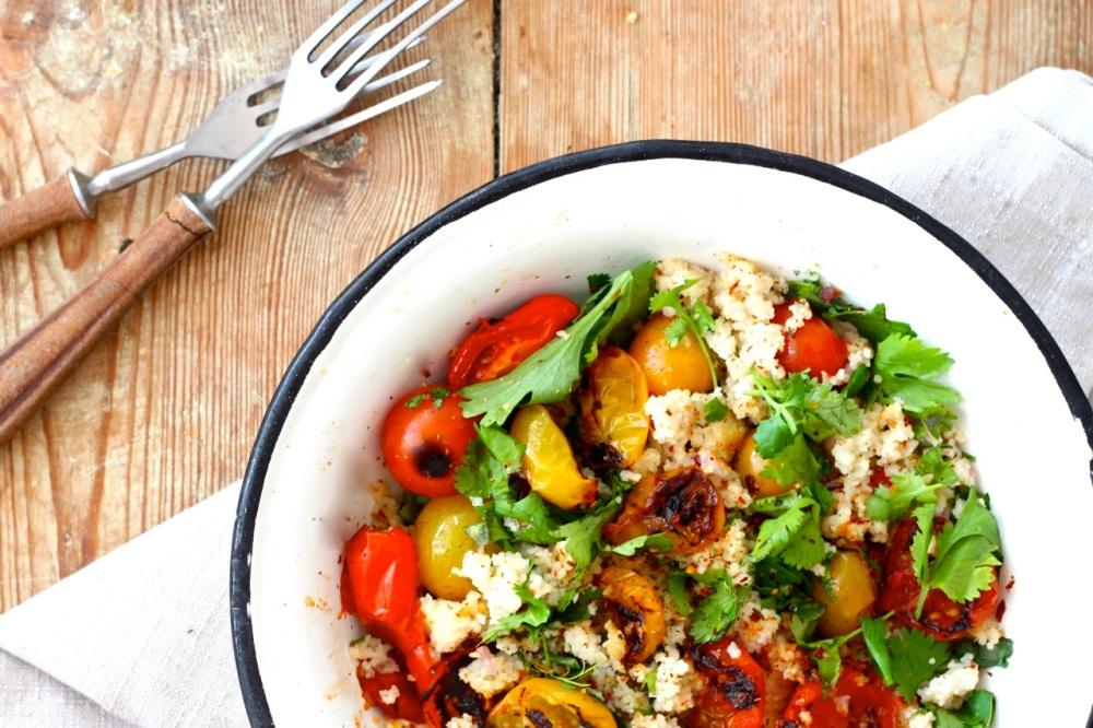 Kuskus z pieczonymi pomidorami i kolendrą