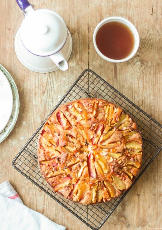 Ciasto migdałowo-różane z brzoskwiniami