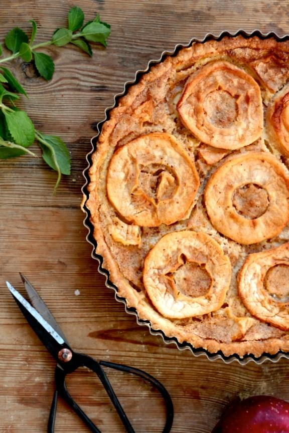 Tarta z jabłkami i palonym masłem