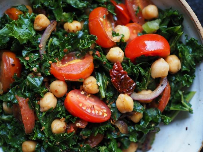 Salatka Z Jarmuzu I Ciecierzycy Z Patelni